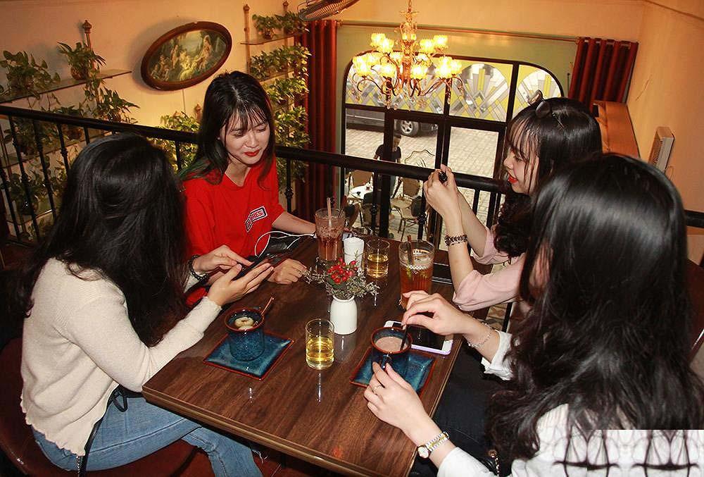 Ống hút giấy được giới trẻ Hà Nội yêu thích vì không gây hại sức khỏe và môi trường