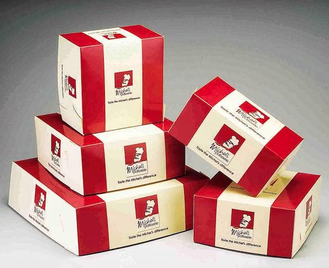 Sử dụng hộp giấy có in ấn tên thương hiệu và logo sẽ giúp quảng bá hình ảnh tốt hơn